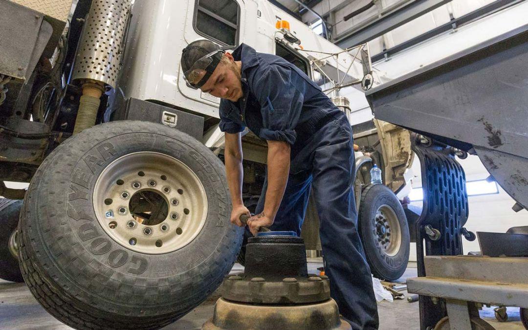 Becoming a Heavy Equipment Technician in Alberta